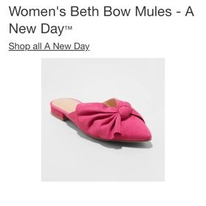 A new day sz 6 Beth pointed toe bow mules